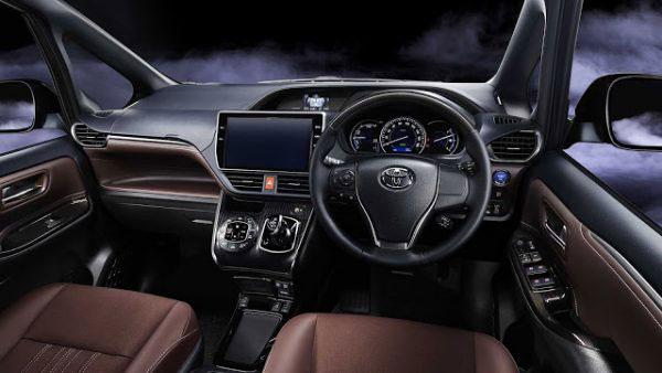 ภายในของ Toyota Esquire ที่ดูหรูหราและสปอร์ตขึ้น
