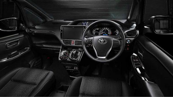 ภายใน Toyota Voxy ที่เน้นวามโมเดิร์นเรียบๆ แฝงความสปอร์ตนิดๆ