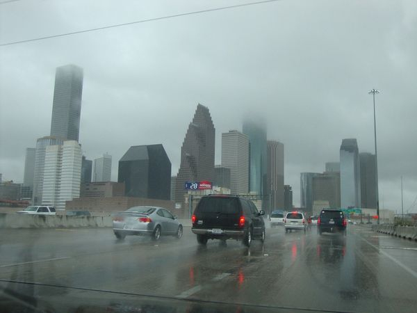 การแนะนำการขับรถในสภาพถนนที่ฝนตกนับเป็นคุณค่าอย่างหนึ่งของ I2V