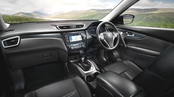 ภายในโทนสีดำพร้อมจอทัชสกรีนขนาด7นิ้วเชื่อมต่อสมาร์ทโฟนได้ด้วย Nissan Connect