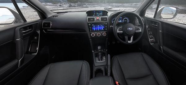 ภายในของ Subaru Forester หรูหราในโทนสีดำ