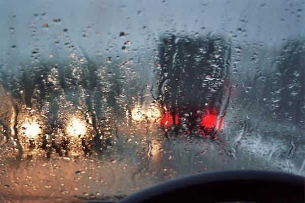 ควรเปิดไฟตัดหมอกให้ถูกเวลาเช่นตอน หมอกหนา และ ฝนตกหนัก