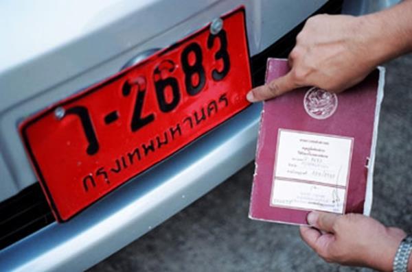 ตามกฎหมาย รถยนต์ป้ายแดงสามารถขับบนท้องถนน ได้ไม่เกิน 30 วัน