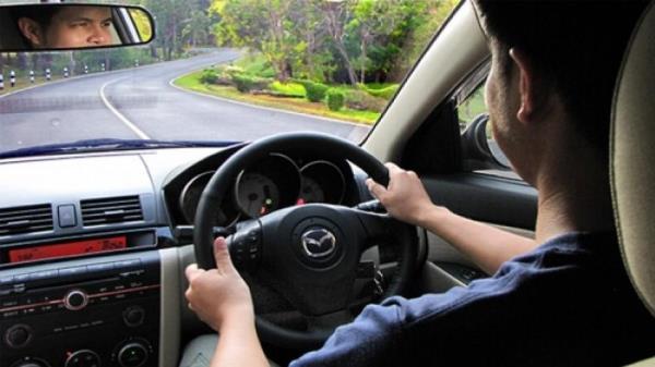 การขับรถยนต์บนท้องถนนควรมีใบอนุญาต เพราะไม่เช่นนั้นถือว่าผิดกฎหมายจราจร