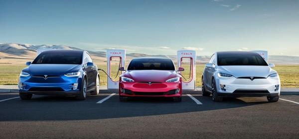 รถยนต์พลังงานไฟ้ฟ้าต้นแบบ จาก Tesla