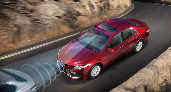 กล้องหน้าและเรดาร์รถยนต์ที่คอยมองรถยนต์คันหน้าและพื้นถนนเพื่อรองรับกับระบบความปลอดภัยในรถยนต์