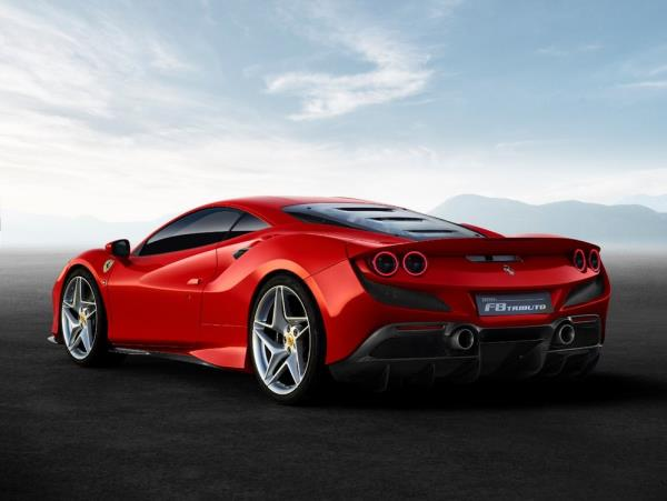 Ferrari F8 Tributo กับรูปทรงโฉบเฉี่ยว