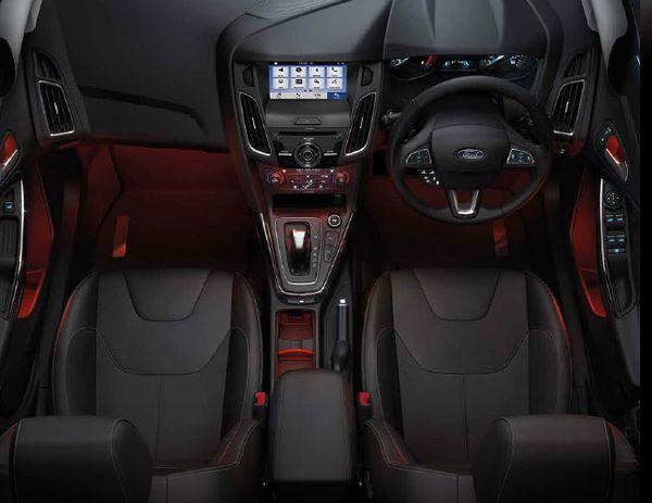 ภายในของ Ford Focus ที่หรูหราน่านั่ง