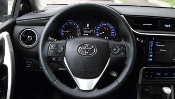 ปัญหา Toyota Corolla Altis เรื่องของพวงมาลัยเบาในขณะขับรถด้วยความเร็ว