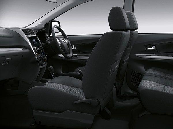ภายใน Toyota Avanza เน้นโทนดำหรูหรา