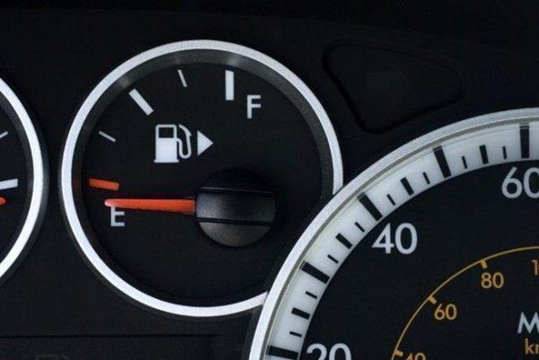 รู้สักนิด 5 วิธีขับรถให้ประหยัดน้ำมัน