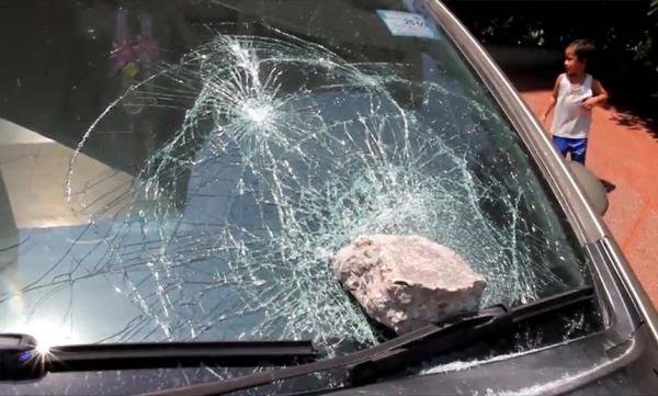 เมื่อเกิดอุบัติเหตุระหว่างเดินทาง เราจะต้องมีสติ และรีบจอดรถอย่างปลอดภัย