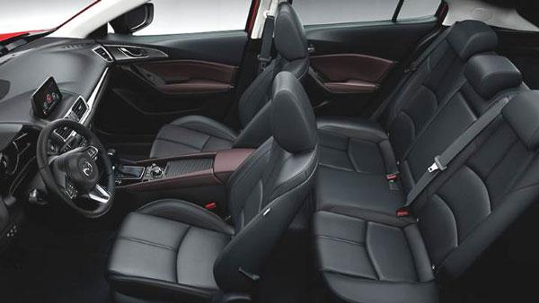 ภายใน Mazda 3 นั้นเน้นนั่งสะดวกสบายพื้นที่กว้างจุสัมภาระได้เยอะ