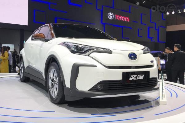 ดูกันเต็มๆ กับรถยนต์ไฟฟ้าคันแรกของค่ายโตโยต้าในรุ่น Toyota C-HR EV 2019