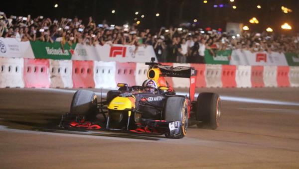 """งาน """"วอร์มอัพการแข่งขันรถ Formula 1 Vietnam Grand Prix"""""""