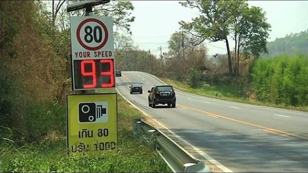 ในบางพื้นที่ก็จะมีการควบคุมความเร็วโดยผ่านอุปกรณ์จับความอัตโนมัติเพื่อเตือนไม่ให้ขับเกินกำหนด