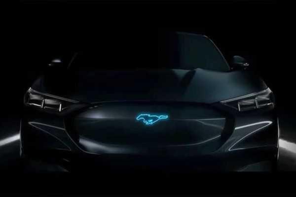 ภาพเปิดเผยดีไซน์ Ford Mustang รุ่น SUV