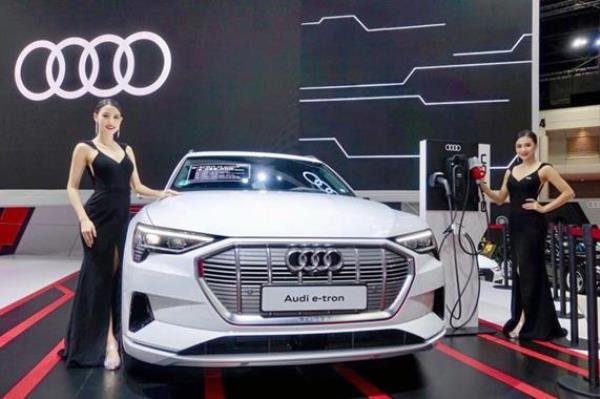การเปิดตัวพร้อมเผยราคา Audi e-tron