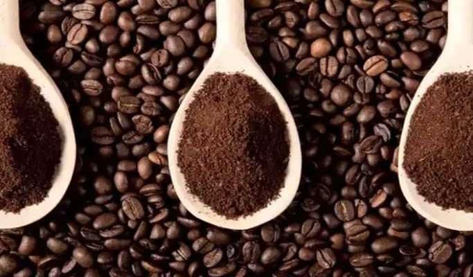 กากกาแฟช่วยดูดกลิ่นเหม็นและเพิ่มกลิ่นหอมกรุ่น ๆ ให้พอรู้สึกสดชื่น