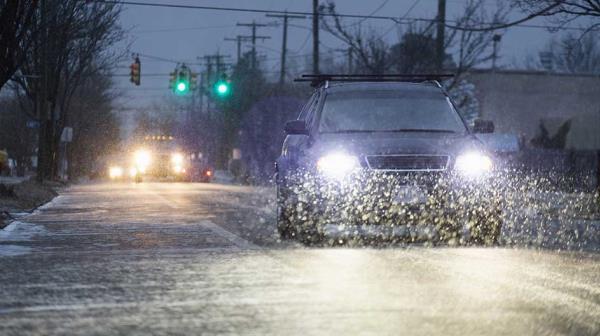 ฝนกรดที่ปนเปื้อนสารเคมีจะสร้างความเสียหายให้รถคุณได้มากกว่าน้ำฝนทั่วไป