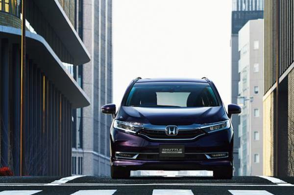 การออกแบบภายนอกของตัวรถ Honda Shuttle ที่เน้นความสปอร์ต