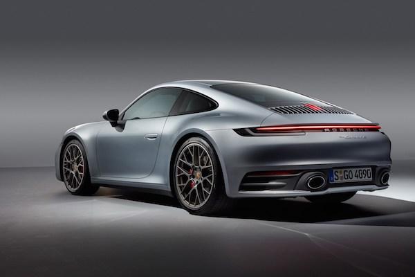 การดีไซน์ใหม่แต่ยังคงเอกลักษณ์ของ Porche 911 Carrera ไว้เหมือนเดิม