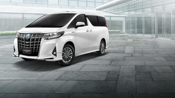 Toyota Alphard Hybrid รถ 7 ที่นั่งประหยัดพลังงาน