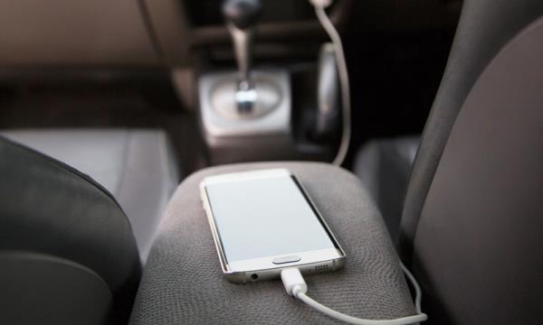อย่าทิ้งโทรศัพท์ไว้ในรถ