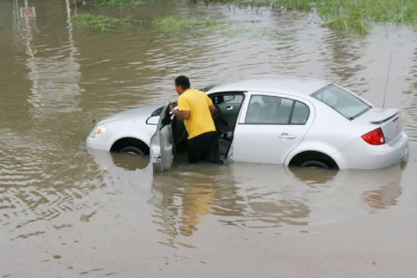 ถ้ารถได้ถูกน้ำครอบครองพื้นที่แล้ว มีความเสี่ยงมากมายที่จะเกิดความผิดปกติทำให้รถดับได้