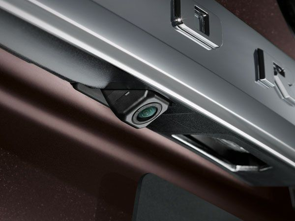 กล้องมองหลังที่จะแสดงผลผ่านไปยังหน้าจอในรถเพื่อความปลอดภัย