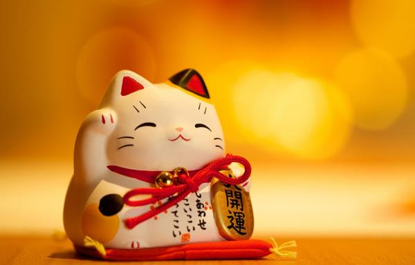 มะเนะกิเนะโกะ หรือ แมวกวักสำหรับเสริมฮวงจุ้ยรถยนต์