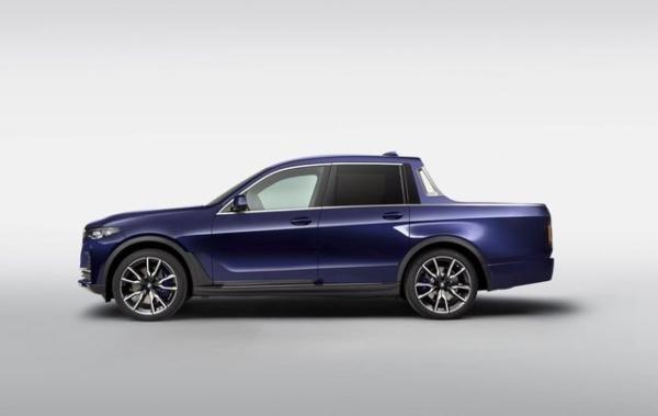 มุมมองด้านข้างของรถกระบะ BMW X7