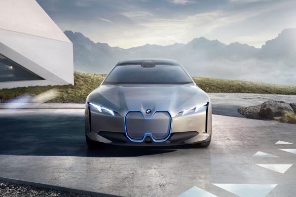 แนวทางการพัฒนารถยนต์ EV ของ BMW