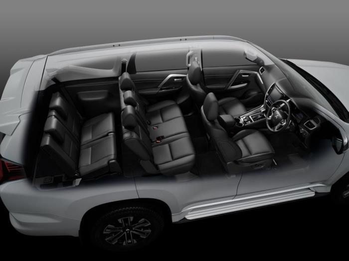 การออกแบบห้องโดยสารในรุ่น 2WD GT และ 4WD GT-Premium ที่มีรายละเอียดต่างกันในบางจุด