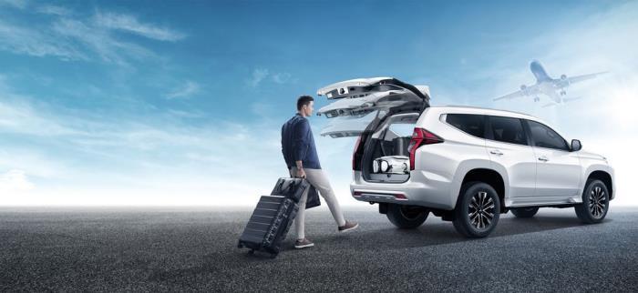 ประตูท้ายสามารถเปิด-ปิดได้ด้วยไฟฟ้า พร้อมกับระบบแฮนด์ฟรี ที่มีให้เฉพาะรุ่น 4WD GT-Premium