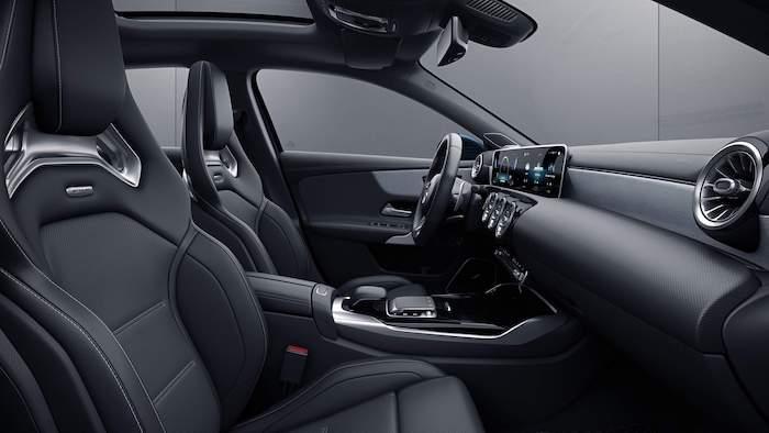 เบาะนั่งแบบ AMG Sports seats หุ้มหนัง ARTICO สลับ DINAMICA microfibre สีดำ ตกแต่‹งด้วยด้ายสีแดง