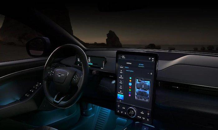 ภายในห้องโดยสารอาจจะยกมาจาก Ford Mustang