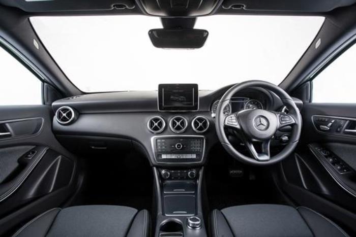 การออกแบบภายใน Mercedes-Benz A180