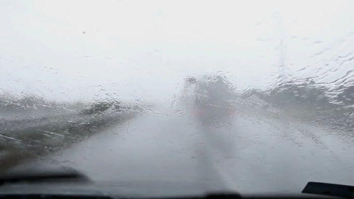 หากมองไม่เห็นรถคันหน้าแล้ว นั่นเพราะฝนตกหนักเกินไป