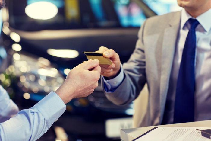บริษัทรถเช่า มักจะเรียกเก็บวงเงินบัตรเอาไว้