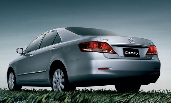 ด้านหลังของ Toyota CAMRY 2007