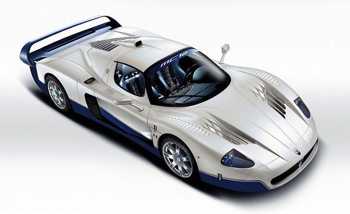 Maserati MC12 Stradale (Stradale หมายถึงเวอร์ชั่นรถถนน) ผลิตระหว่างปี 2004-2005