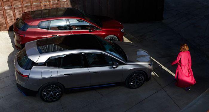 2 รุ่น xDrive40 และ xDrive50