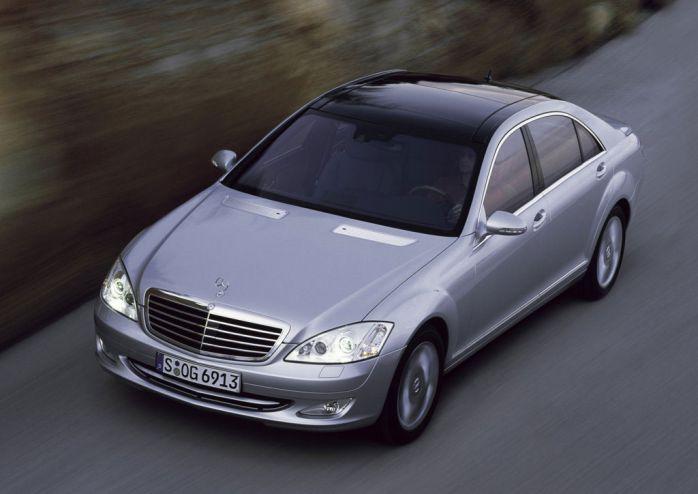 ด้านหน้า Mercedes-Benz S300