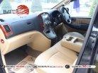 2012 Hyundai H-1 2.5 Deluxe hatchback ใช้เงินออกรถ 10,000 บาท-4