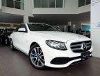 สวยเหมือนใหม่ในราคาที่คุ้มค่ากว่า!  Mercedes-Benz E350e Plug-in Hybrid Avantgarde 2017 สีขาว