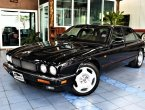 Jaguar XJR Supercharged 326 แรงม้า ไมล์ 90,000  แท้ Book Service ครบ รถออก AAS