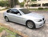 BMW Series3 320i โฉม E90 สีเทา เกียร์ออโต้ รถบ้านมือเดียว สภาพสวย พร้อมใช้เลย