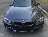 BMW 3-Series F30 320i Luxury Line สีเทาดำ ปี 2013 รถบ้านวิ่งน้อย สวยเอี่ยม