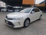 เข้าใหม่วันนี้ Toyota Camry 2.5 Hybrid ปี 2015 สีขาวมุก ไมล์น้อย 9x,xxx km.